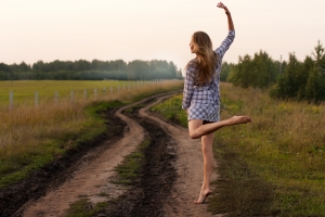 1386580_young_girl_dancing_happy_in_a_field